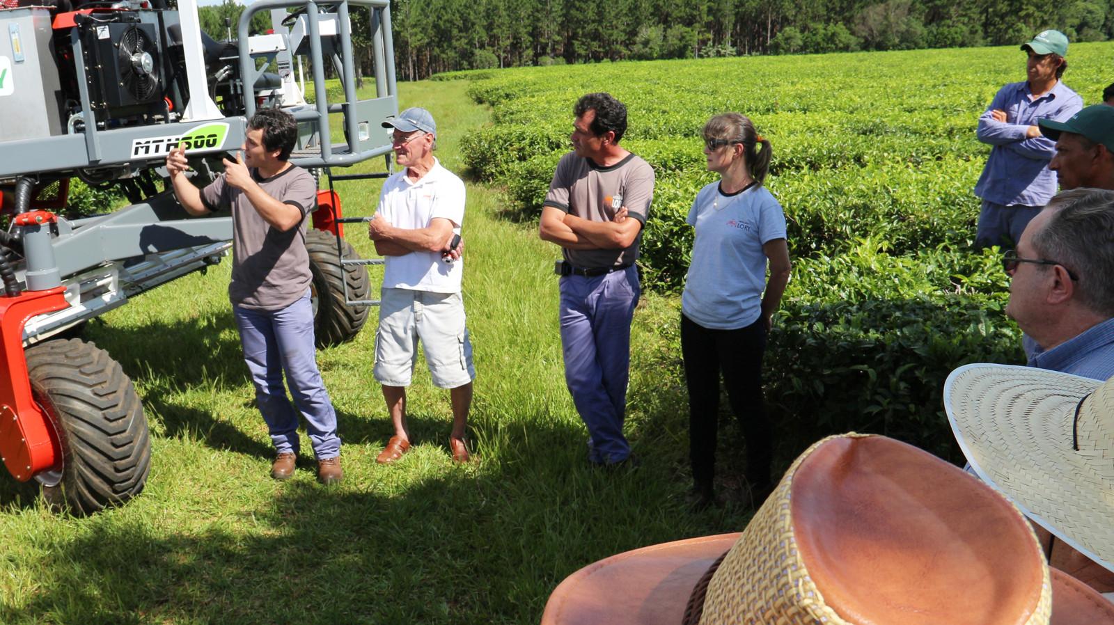 Se realizó la presentación de nuestro último producto: la cosechadora de té MTH-500