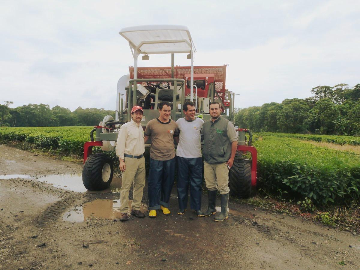 Conocé la cosechadora Lory MTH-500 fabricada en Oberá actualmente trabajando en los campos de Ecuador